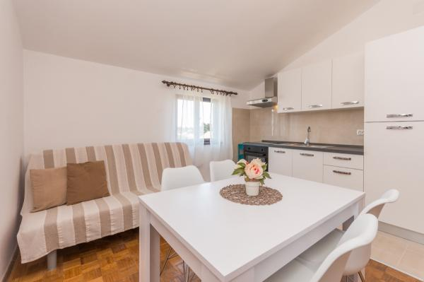 Holiday Apartment Jelka A2